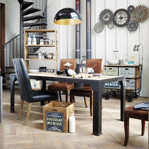 Salle à manger style industriel avec horloge rouages