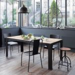 Salle à manger style industriel avec table en fer et bois