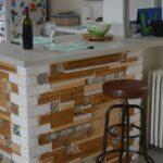 Facade de bar en bois et carrelage